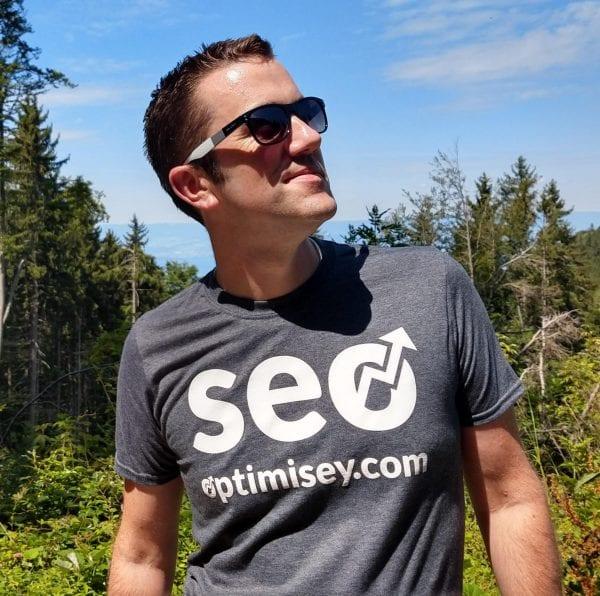 Andrew Cock-Starkey of Optimisey wearing his Optimisey SEO t-shirt